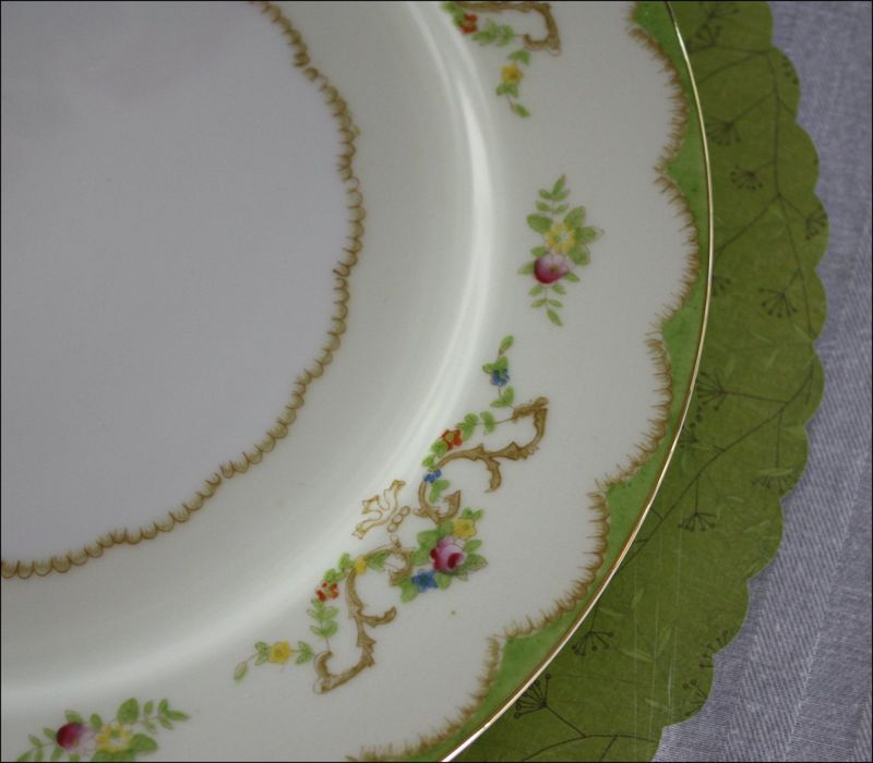Scalloped paper placemats