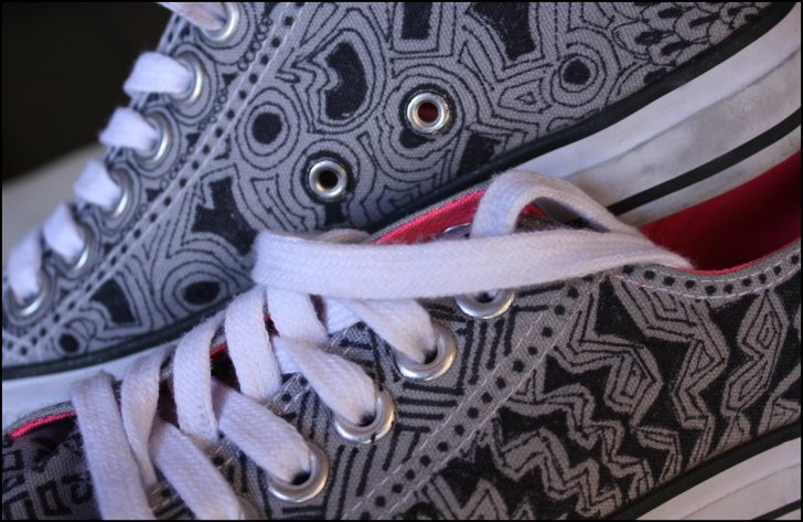 Tangle White Tennies Detail
