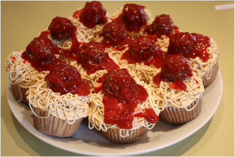 Spaghetti and meatball cupcakes without cheese