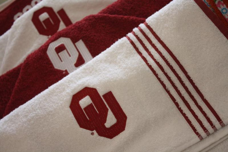 OU Hooded Towels