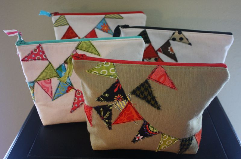 DIY Zipper Pouches withBunting