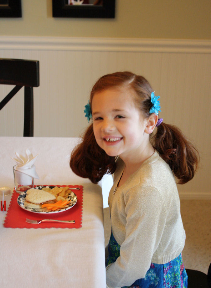 American Girl Valentine Party - Lunch is served