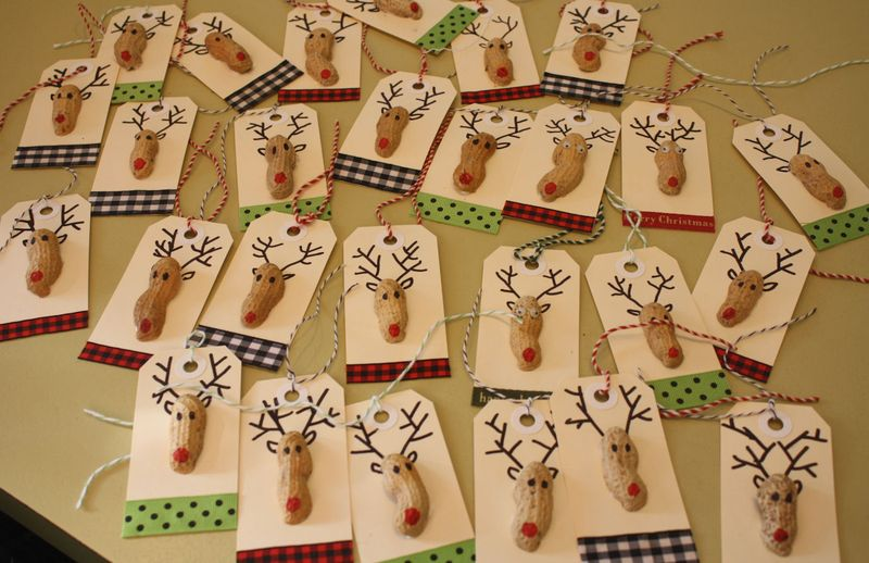 DIY Peanut Reindeer Gift Tags