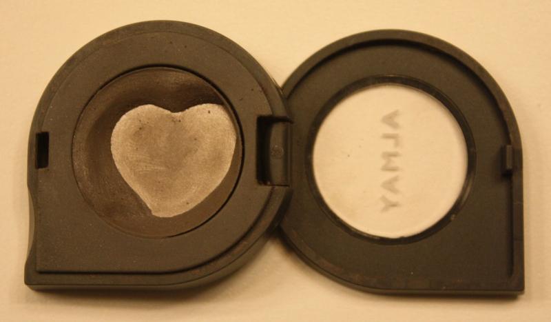 Eye shadow heart
